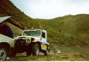 """ASSISTÈNCIA EN CARRETERA a TOT ANDORRA   VEHICLES I GRUES D'ASSISTÈNCIA . A Andorra Assistència oferim un servei d'assistència en carretera 24h. al día, 365 dies l'any. Per això, comptem amb una àmplia i innovadora flota de vehicles, totalment equipats, per tal de satisfer la totalitat de serveis que se'ns requereixen. Vehicle taller (per realitzar l'assistència en carretera i reparar el vehicle """"In situ"""" sempre que sigui possible) Grua 4x4 (per a l'assistència en carretera o zones de difícil accés, boscoses o subterranis) Grua plataforma de fins a 6.5 metres de longitud per tal de carregar tot tipus de vehicles de fins a 3500 kg, tunning... Plataformes equipades per tal de portar fins a dos vehicles a la vegada. Furgó taller, totalment equipat, per a reparacions de vehicles industrials. Furgoneta per remolcar motocicletes. Pluma per a rescat de vehicles Grua per retirada de vehicles bloquejats Grua per a camions i autocars"""